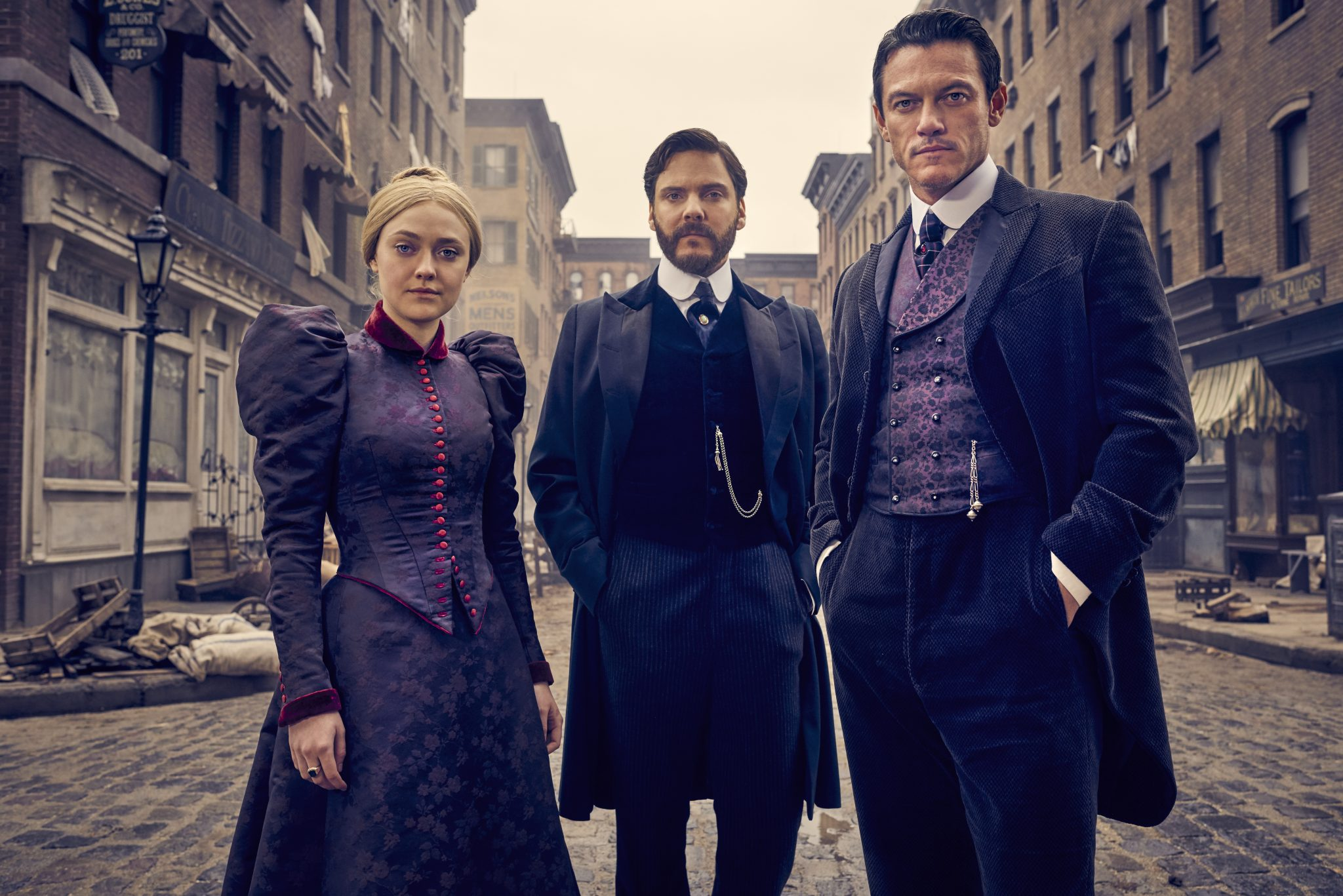 the alienist 'the alienist' illuminates new york's gilded age - cast interview                 wwwhollywoodreportercom/news/alienist-illuminates-new-york-s-gilded-age-cast-interview-1119029.